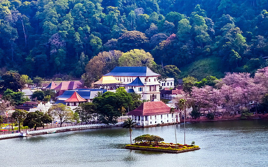 Sri-Lanka-Kandy-Lake11.jpg