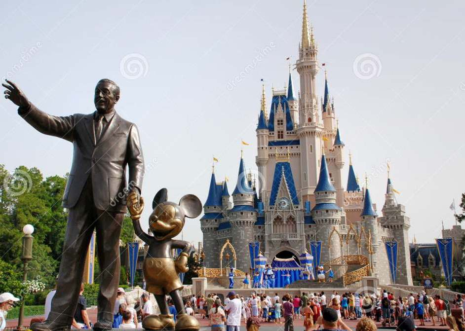 disney-castle-magic-kingdom-cinderella-world-orlando-florida-33028497.jpg